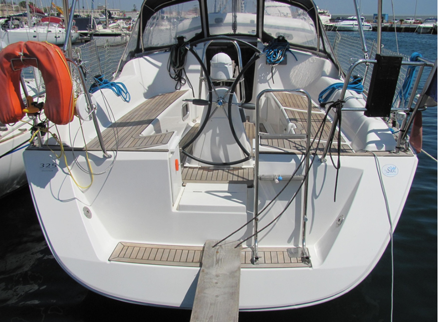 sailboat charter rental - Dufour 325 holiday Sicily Marsala Aegadian Islands